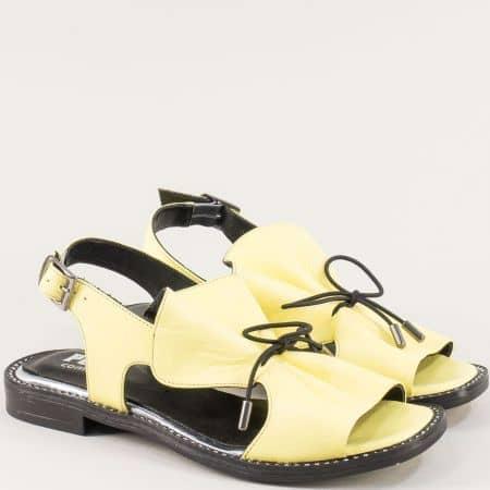 Равни дамски сандали от естествена кожа в жълто mm700j