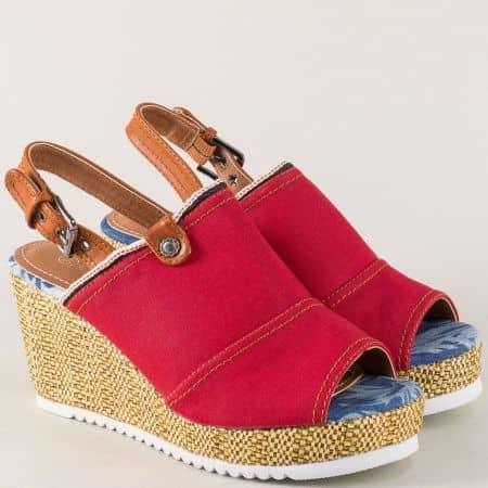 Дамски сандали на платформа в червено и кафяво my02chv