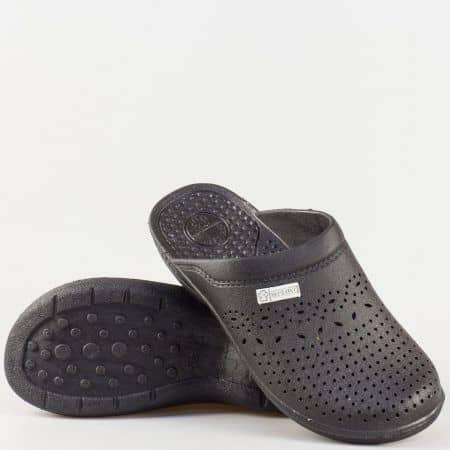 Дамски чехли на комфортно масажиращо ходило с бодлички и перфорация в черен цвят n012ch