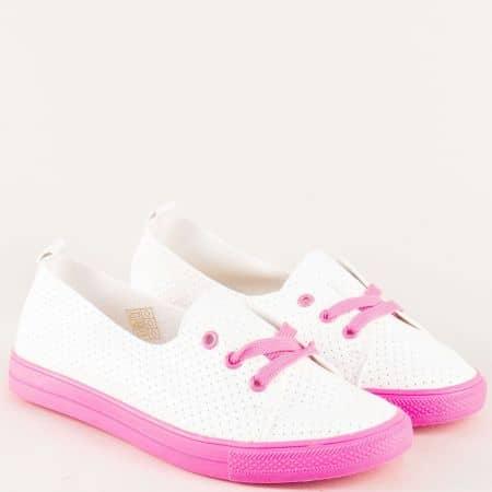 Спортни дамски обувки на равно ходило в бяло и розово n015rz