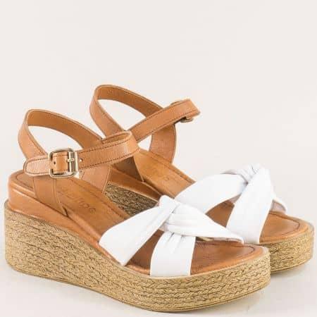 Кожени дамски сандали в кафяво и бяло на платформа n100kb