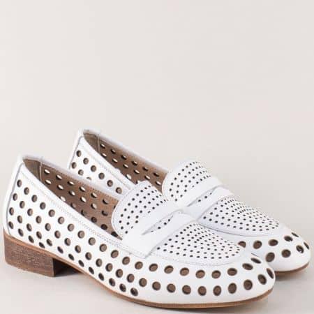 Кожени дамски обувки на дупки в бял цвят на нисък ток n424b