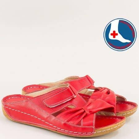 Анатомични дамски чехли с велкро лента в червен цвят n620chv