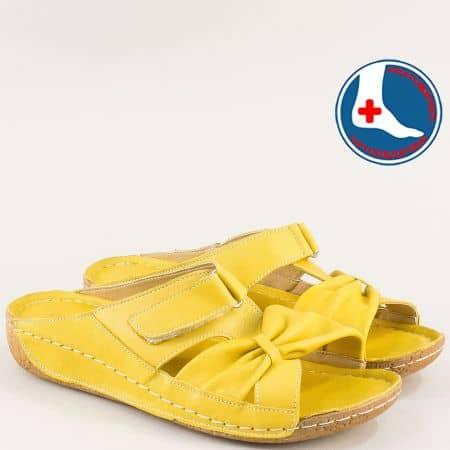 Ортопедични дамски чехли с велкро лента в жълт цвят n620j1