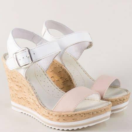Кожени дамски сандали Aeros в бял и розов цвят на платформа nn114brz