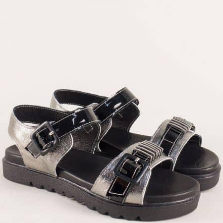 Кожени дамски сандали с две катарами в черно и бронз nn503brz