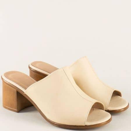 Кожени дамски чехли на среден ток в бежов цвят nn610bj