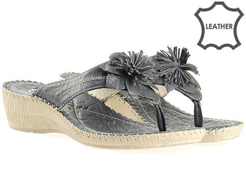 Комфортни дамски чехли от естествена кожа в тъмно син цвят, произведени в Пещера 8470s