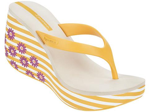Комфортни бразилски дамски чехли  Ipanema на платформа, изпълнени в жълт цвят с флорални мотиви на ходилото 8156941075