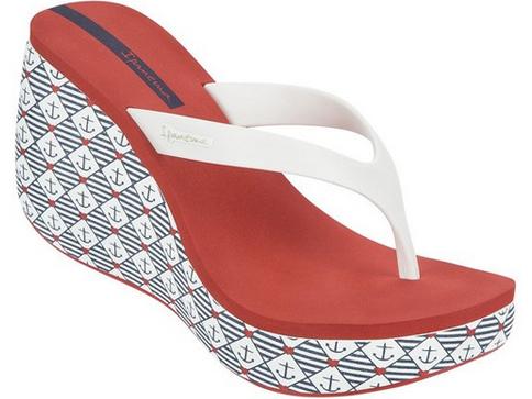 Комфортни бразилски дамски чехли  Ipanema на платформа с каишка между пръстите, изпълнени в бял цвят с морски мотиви 8156990048
