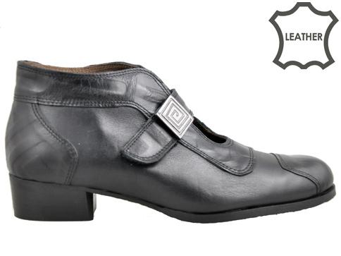 Иновативен модел дамски обувки със семпъл метален аксесоар, изработени от естествена кожа 134ch