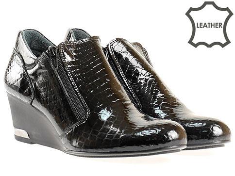 Комфортни дамски обувки на платформа с два ципа, изпълнени от черен естествен лак  300847krlch