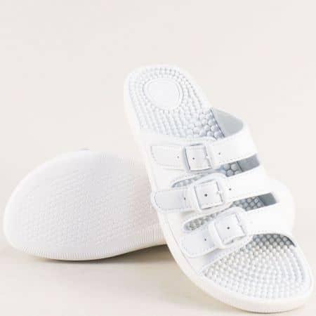 Бели дамски чехли на масажиращо ходило с три ленти s033b