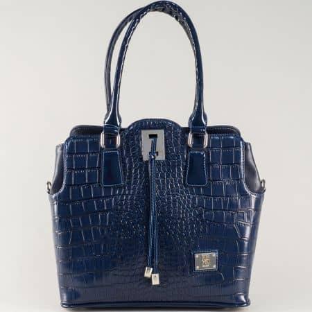 Синя дамска чанта с модерна визия и три практични прегради s1207krs