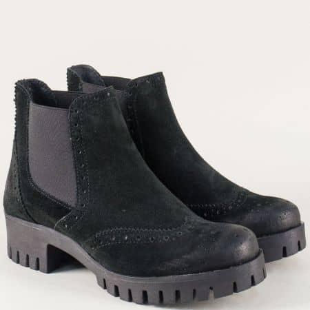 Велурени дамски боти на грайферно ходило в черен цвят s24debravch