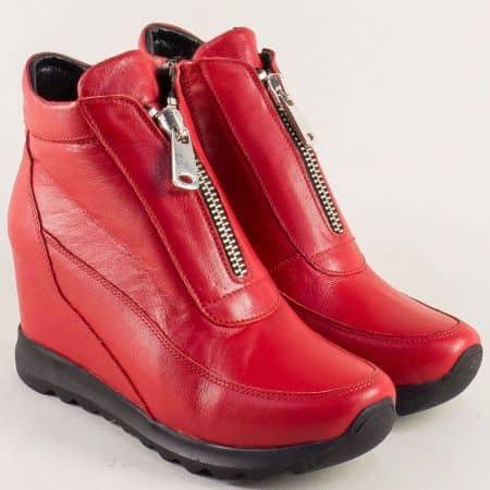 Кожени дамски боти в червен цвят на стабилна платформа s501chv