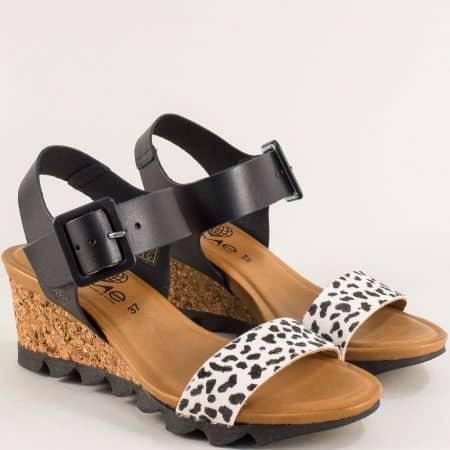 Кожени дамски сандали в черен цвят на клин ходило- TAKEME t203chps