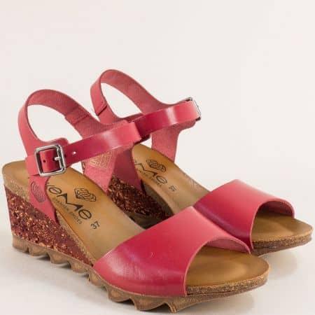 Кожени дамски сандали в червен цвят на клин ходило- TAKEME t206chv