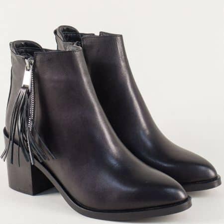 Черни дамски боти от естествена кожа с пискюл t706ch