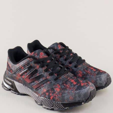 Дамски маратонки в черно с цветен принт на равно ходило v71030-40ch
