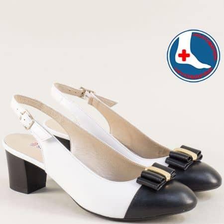 Анатомични дамски обувки на среден ток в черно и бяло z1225bch