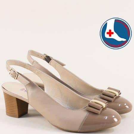 Кафяви дамски обувки с отворена пета на среден ток z1225k