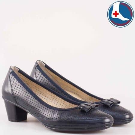 Перфорирани дамски обувки на среден ток от черна естествена кожа- Naturelle с кожена анатомична стелка z173003s