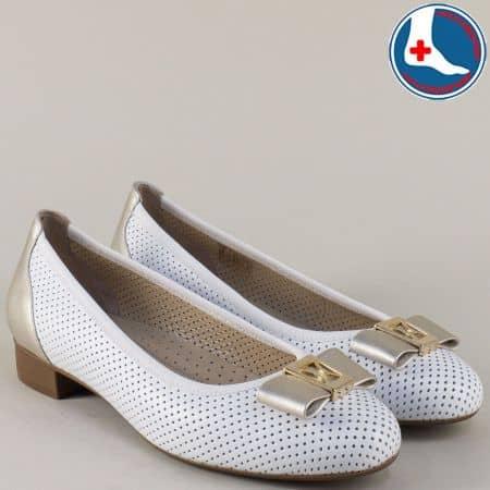 Дамски обувки от естествена кожа в бял и златист цвят на среден ток z173804b