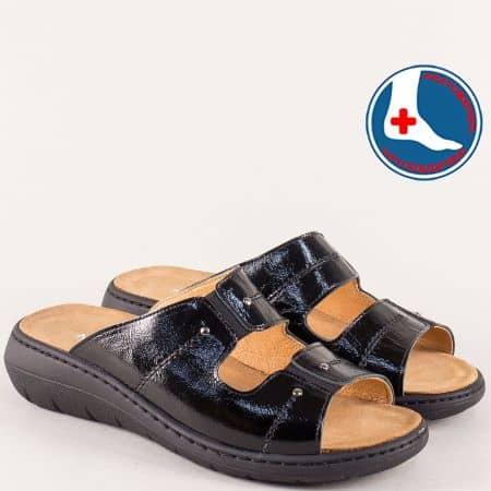 Лачени дамски чехли в черно на платформа- NATURELLE z2167lch