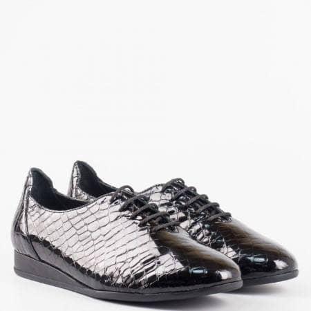 Ежедневни дамски обувки с модерна визия с кроко принт от естествен лак и връзки z891901kch