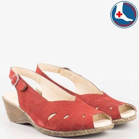 Дамски червени сандали- Naturelle на клин ходило с кожена анатомична стелка от естествен набук z9952chv