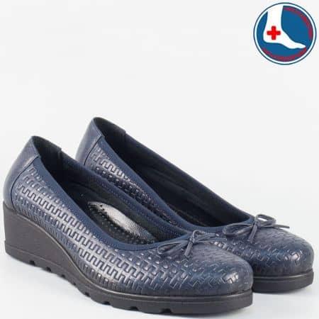 Дамски кожени обувки на ортопедично клин ходило- Naturelle в синьо zk01s