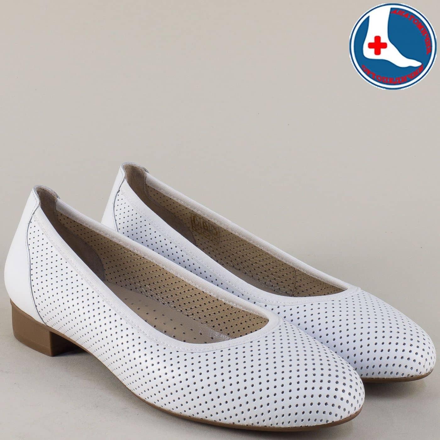 554b95c2a58 Бели дамски обувки от естествена кожа с перфорация на нисък ток z173803b -  Zebra 1992